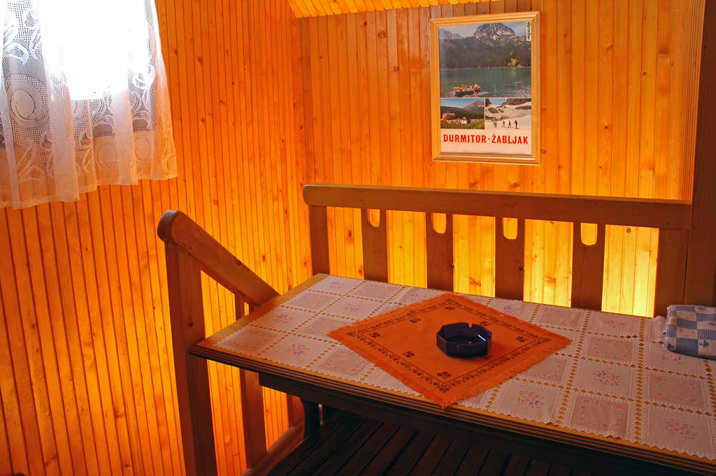 Durmitor Autocamp Razvrsje Interior Table 1